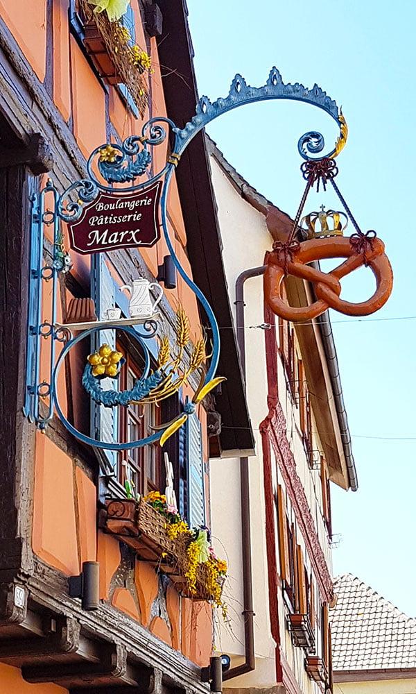 Insegne delle botteghe a Eguisheim